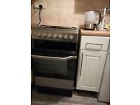 Free standing cooker, silver