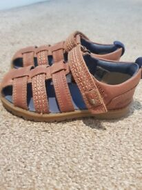 Kickers closed toe sandals infant 23