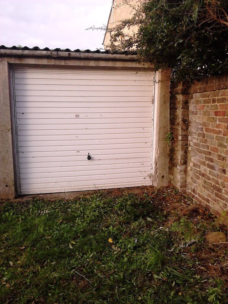 GARAGE TO LET IN COLLINGWOOD ROAD SM1 2NX