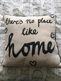 Decorative pillow with quote design