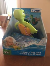 TOMY Swim n Sing Turtle Wind Up Bath Toy with Sound Infant Toddler 12m+