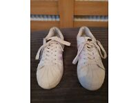 Girls Adidas super star trainers size 4