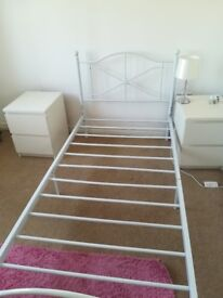 Lovely White Single bed frame, Fab condition!