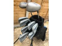 Youth golf set R/H 4-9 and SW 1 & 3 woods, stand bag