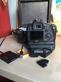 Canon 7D Mark i DSLR With Extras
