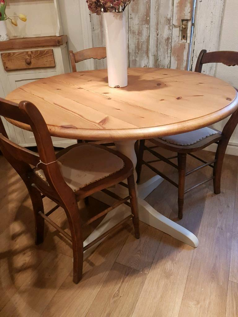 Pine round table and chairs