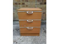 Med brown bedside chest of 3 drawers