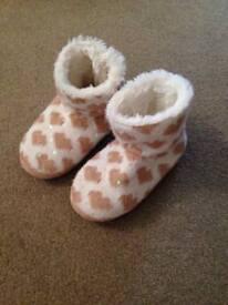 Tu girls slippers size 1/2