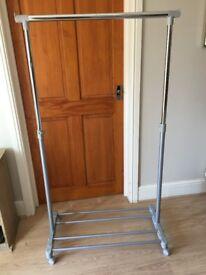 Hanging rail on wheels