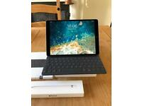 "Apple IPad Pro (2018) 10.5"" 256gb plus Apple Pencil and keyboard"