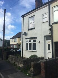 Well presented 3 bed, 4 story house to let - garden. Popular location . GCH.