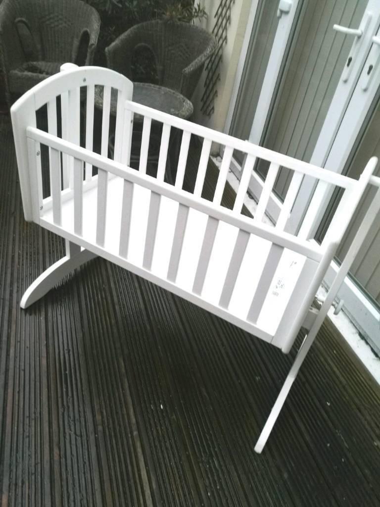Swinging crib by Obaby