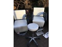 Salon, hairdressing chairs, backwash, footrests cream: black job lot