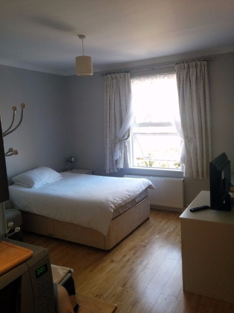 A Spacious Studio Flat In Great Central Location
