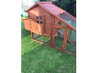 Large rabbit hutch with large run