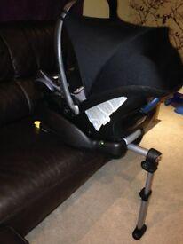 Maxi Cosi Cabrio fix car seat with Easyfix Base