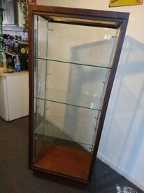 Display cabinet with adjustable glass shelves