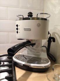 Delonghi espresso machine. Icona.