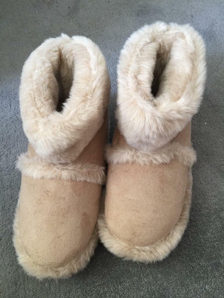 Lovely furry coolers slippers size 5 to 6