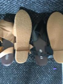 2 pairs of brand new shoes size 5 never worn !!