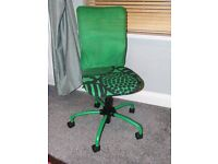 Comfy green and black adjustable height swivel chair. Good condition.