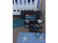 Makita drill and bit set 5 months old with warranty