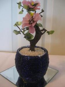 QUAINT LITTLE VINTAGE ARTIFICIAL BLOOMING FLOWER ARRANGEMENT