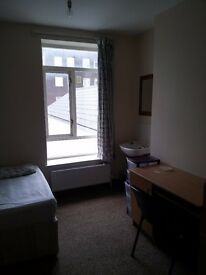 1 Large Bedroom available in shared house *1st April 2017*