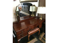 Superb Vintage Mahogany Veneer Queen Anne Dressing Table with Bevelled Triptych Mirror