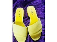 Size 5 Zara shoes