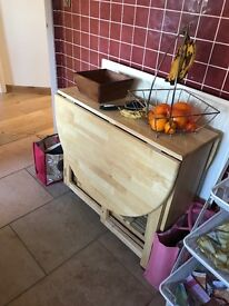 Kitchen table + 4 chairs (excellent condition)
