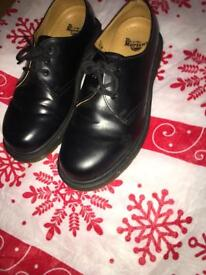 DR MARTIN SHOES SIZE 5 WORN ONCE