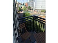 Riverside Apartment with Balcony, 2 beds + ensuite, next to oracle shopping centre