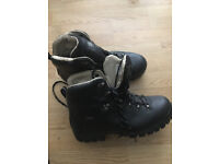 Mens Work Boots - size 10
