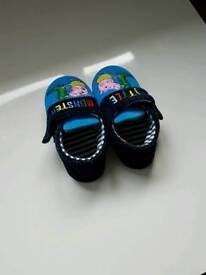 Peppa pig boys slippers. George Dino blue. Size 7
