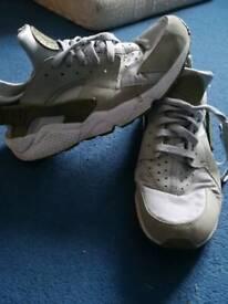 060e93568839 Men s original genuine Nike hiraches size 10