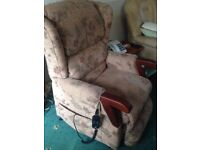 electrically operated riser/recliner chair