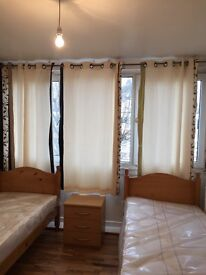 ROOMSHARE AVAILABLE NOW IN ROEHAMPTON 80£PW/ALL BILLS INC