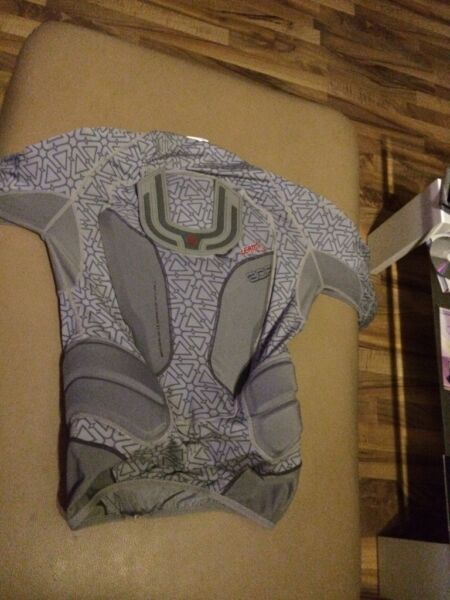 leatt protektionshemd body protector 3df grey in brandenburg potsdam ebay kleinanzeigen. Black Bedroom Furniture Sets. Home Design Ideas