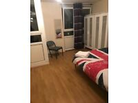 """Big Double Bedroom in Mile End Area"""