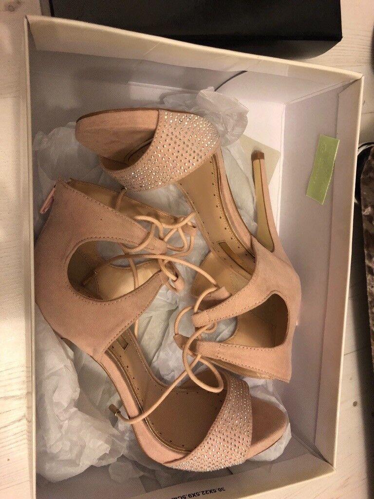 Size 4 Nude/light pink heels Miss KG
