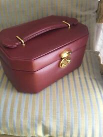 Small leather jewellery box