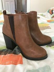 Size 6 brown new look boots worn once