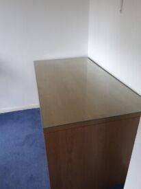 Free-Desk with removable glass.