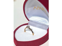 Gold engagement diamont ring