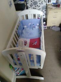 Mamas&papas swinging crib
