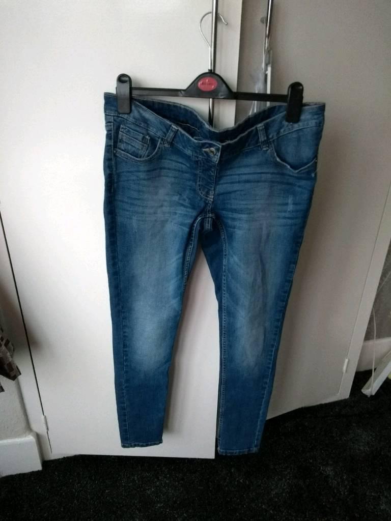 New NEXT maternity Skinny jeans *10R*