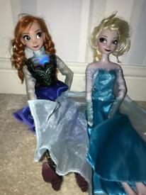 Singing Frozen Anna & Elsa dolls