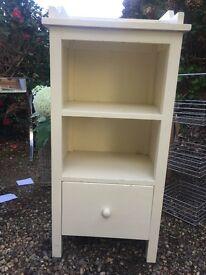 Shelf unit with drawer