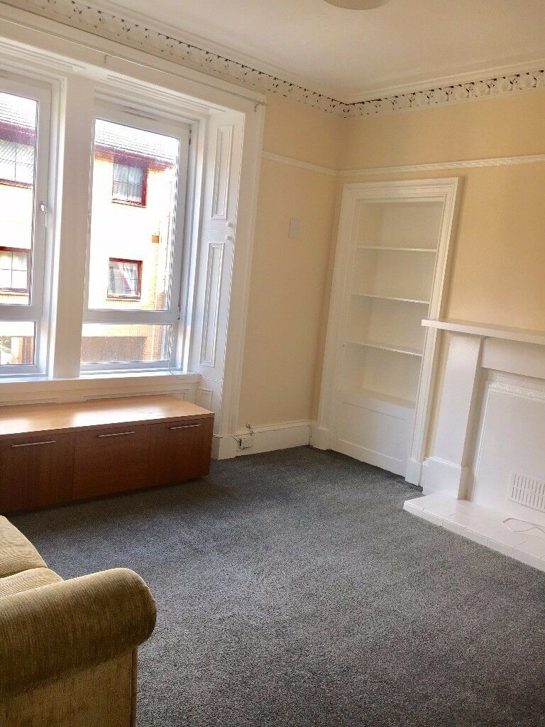 Available now! Large sandstone tenement first floor flat, 2 bedroom, freshly decorated throughout.